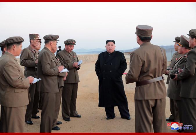 Kim Jong Un Inspecte une nouvelle arme tactique
